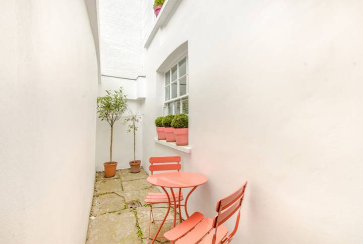 Courtyard in N1