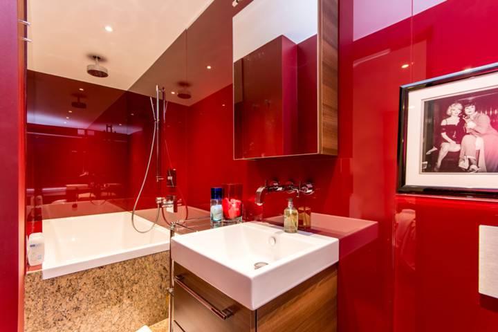En Suite Bathroom in NW6