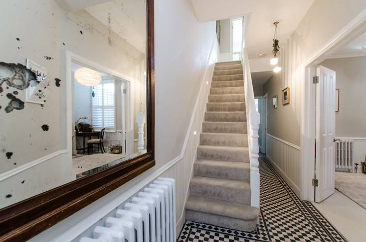 Entrance Hall in SW19