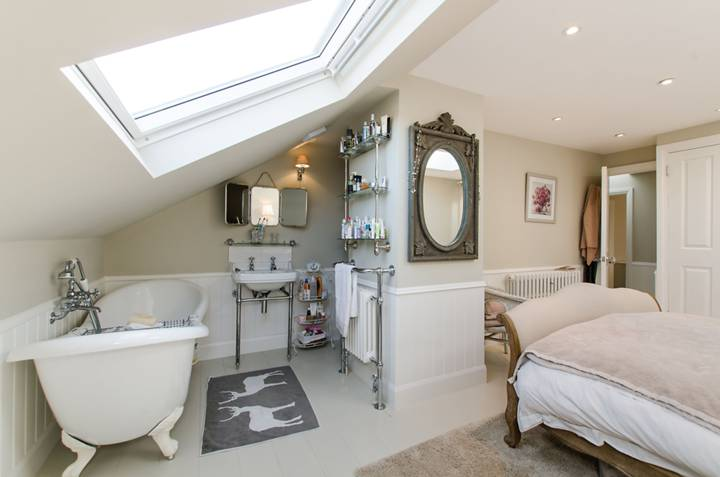 En Suite Bathroom in SW19