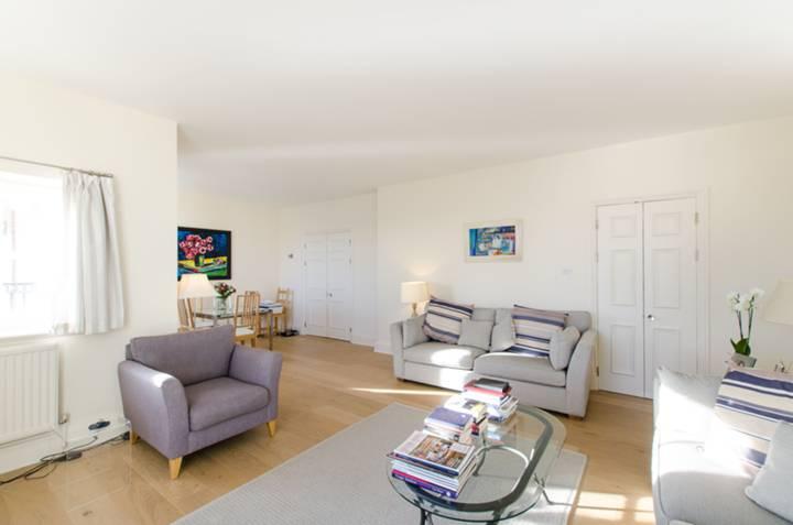 <b>Second Bedroom</b><span class='dims'> 11 x 8'2 (3.35 x 2.49m)</span>