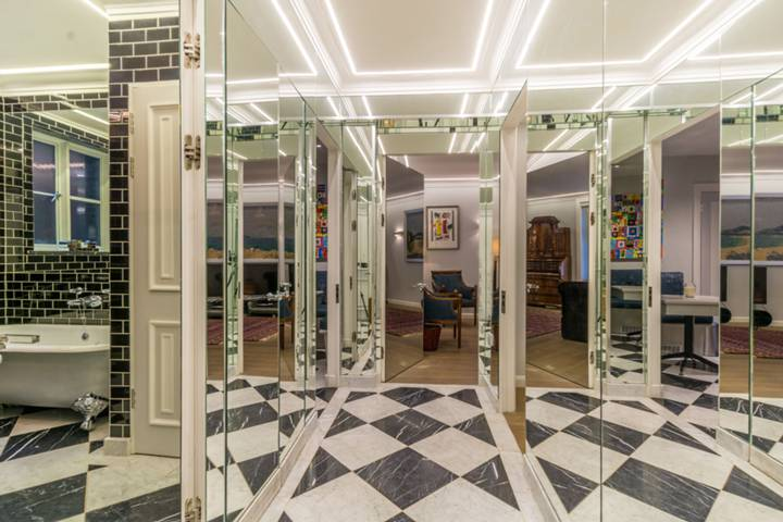 Entrance Hall in W1J