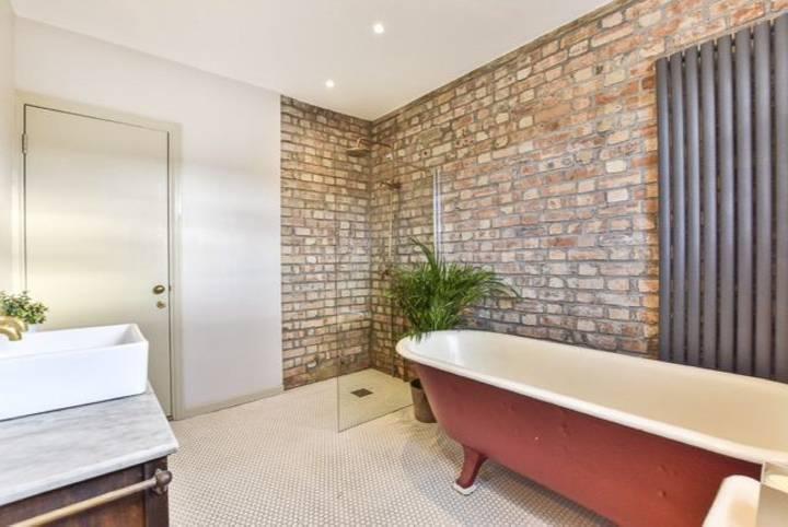 Bathroom in E17