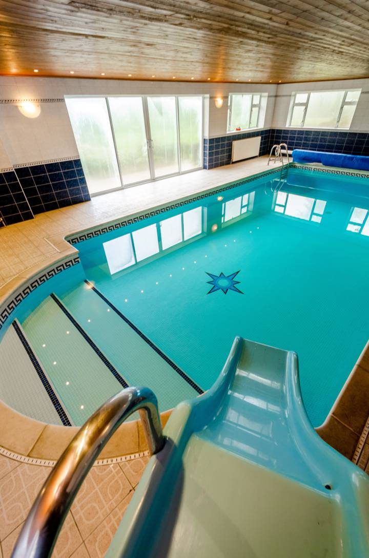 Swimming Pool in IG10