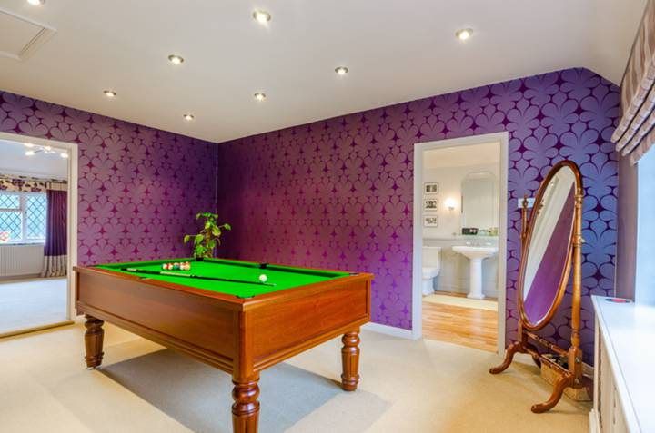 Games Room/Entertainment Room in IG10