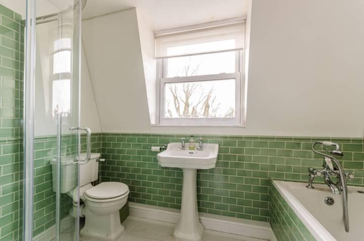 En Suite Bathroom in N16