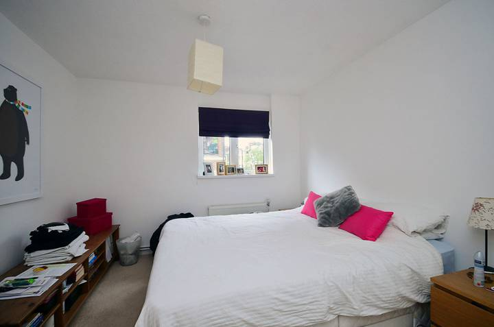<b>Master Bedroom</b><span class='dims'> 11&#39;7 x 10&#39;4 (3.53 x 3.15m)</span>