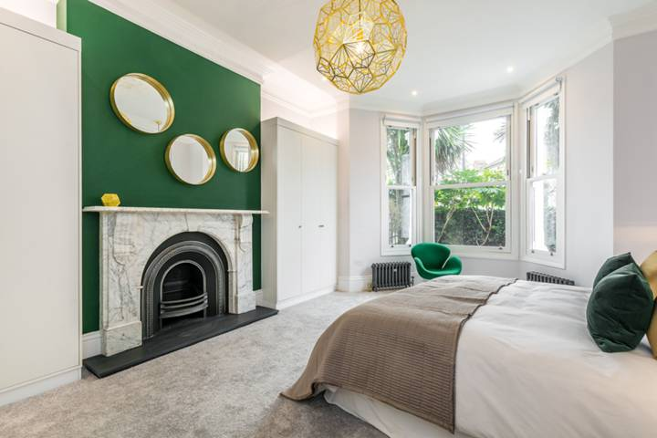 Master Bedroom in W10