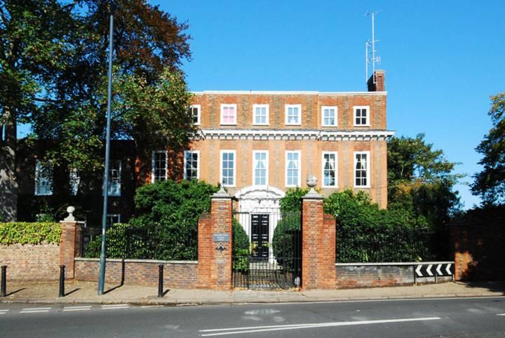 Petersham Road, Petersham