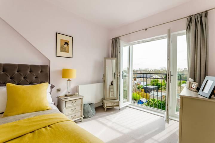 Master Bedroom in N19