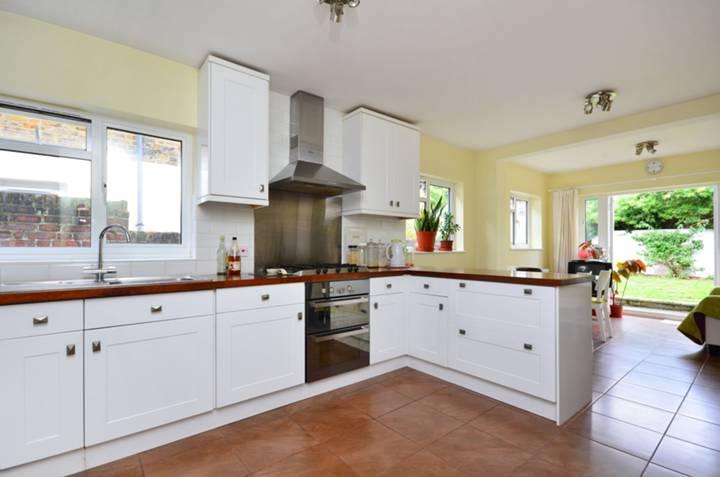 <b>Kitchen/Dining Room</b><span class='dims'> 26&#39;5 x 10&#39;7 (8.05 x 3.23m)</span>