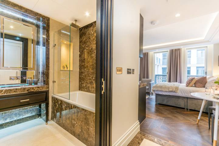 Bathroom in WC2R