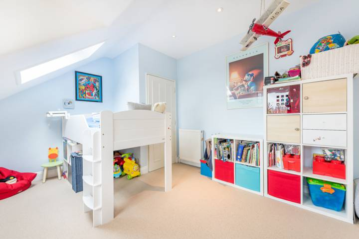 Master Bedroom in W4