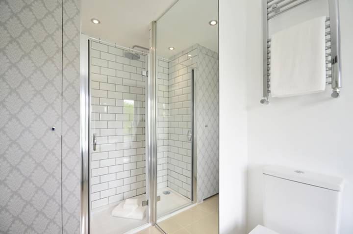 Bathroom in GU1