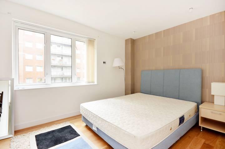 <b>Third Bedroom</b><span class='dims'> 12&#39;11 x 8&#39;10 (3.94 x 2.69m)</span>