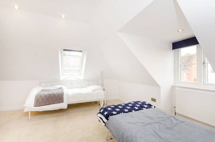 <b>Sixth Bedroom</b><span class='dims'></span>