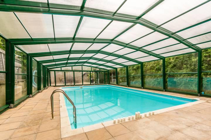 Swimming Pool in N12