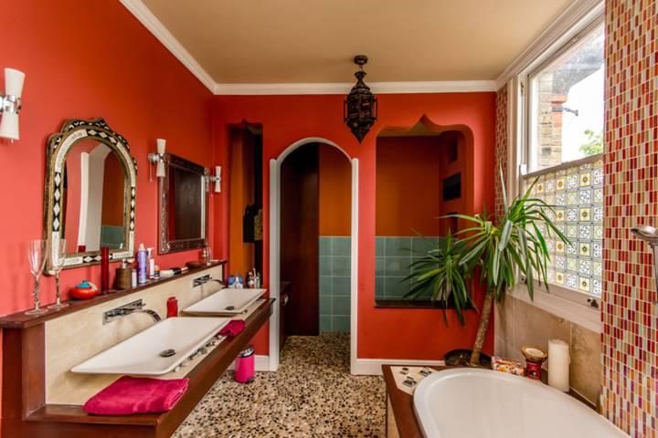 En Suite Bathroom in N12
