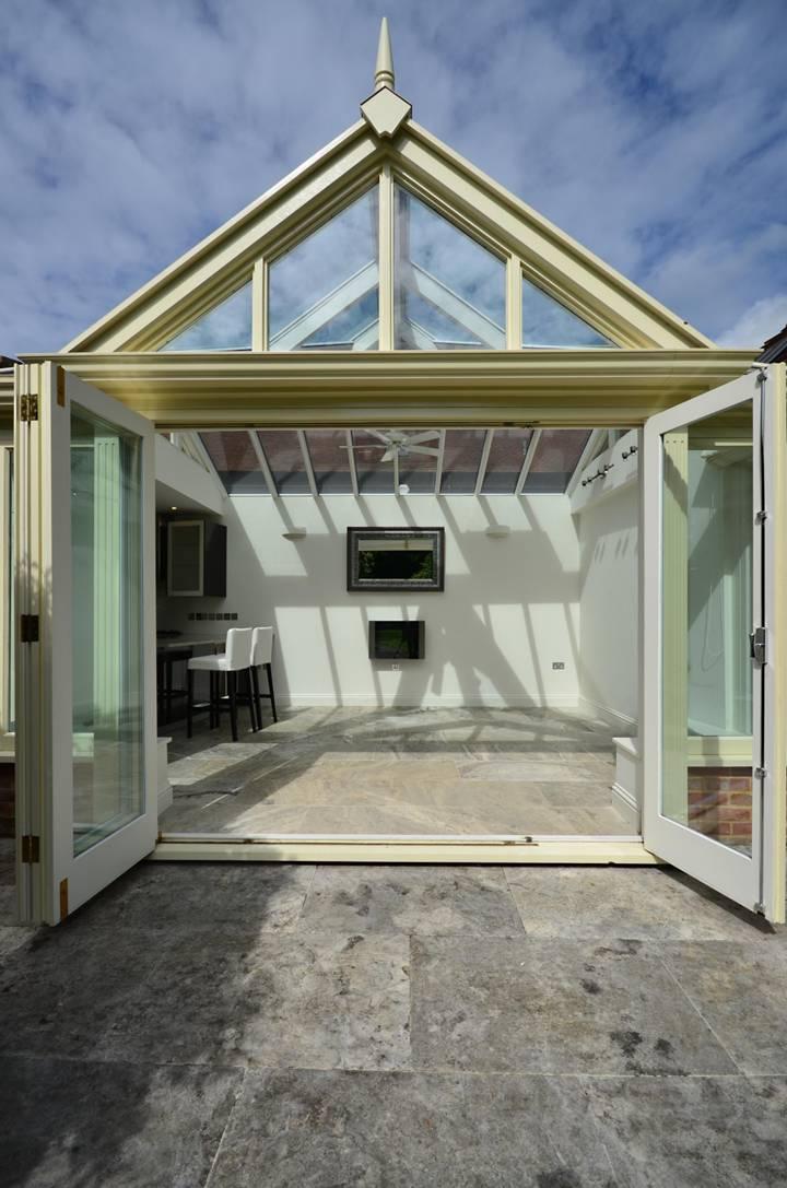 <b>Summer House</b><span class='dims'></span>