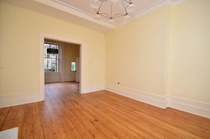 <b>Double Reception Room</b><span class='dims'> 30'9 x 14'3 (9.37 x 4.34m)</span>
