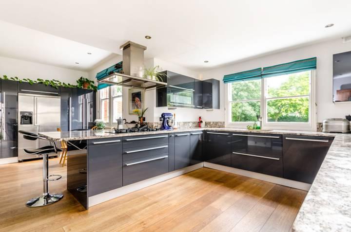 Kitchen in BR2