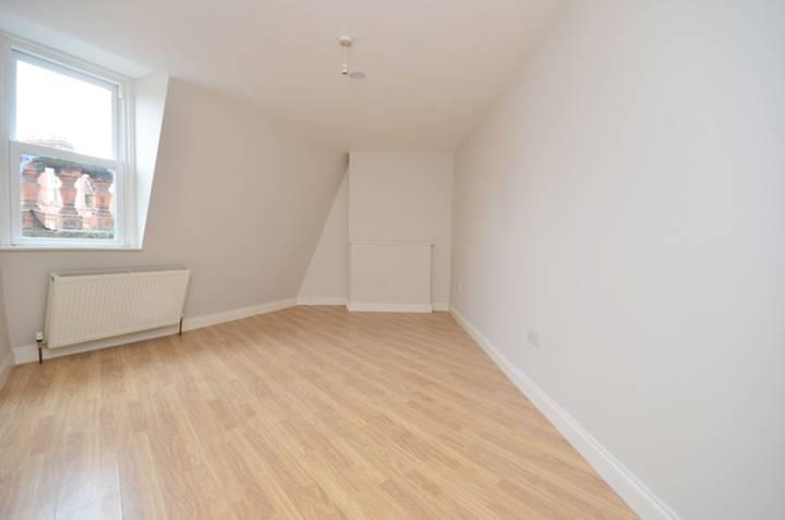 <b>Reception Room</b><span class='dims'> 14'7 x 13' (4.44 x 3.96m)</span>