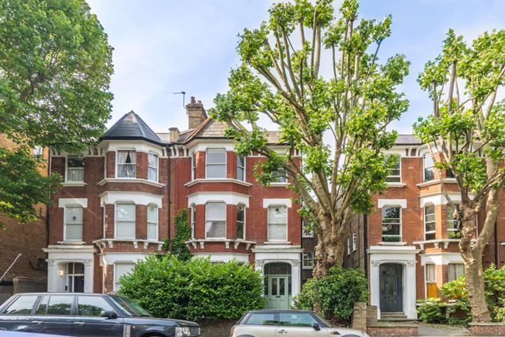 St Quintin Avenue, Kensington