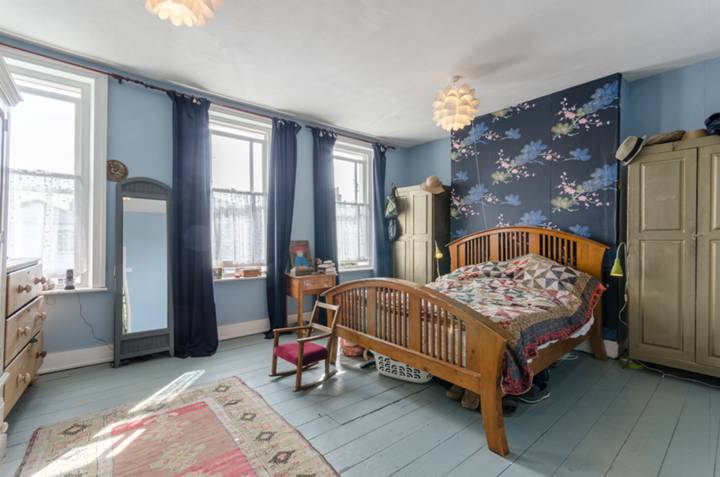 Master Bedroom in E17