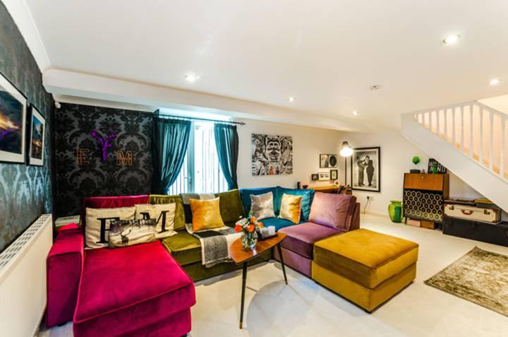 Master Bedroom in N7