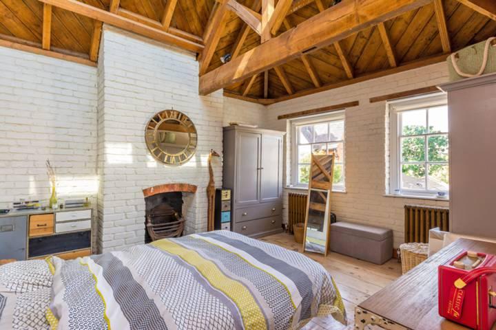Master Bedroom in TW8