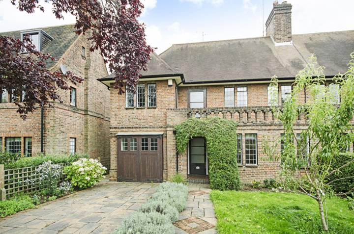 Raeburn Close, Hampstead Garden Suburb