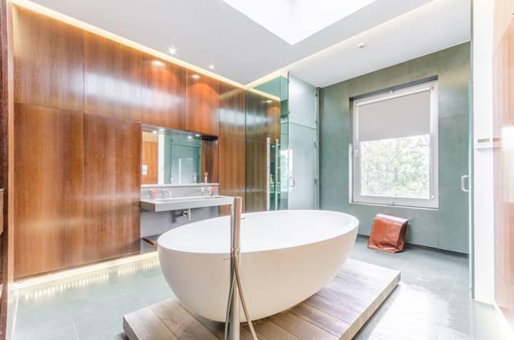 En Suite Bathroom in E9