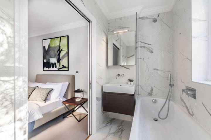 En Suite Bathroom in W2