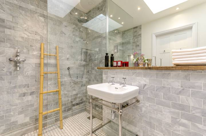 En Suite Shower Room in W10