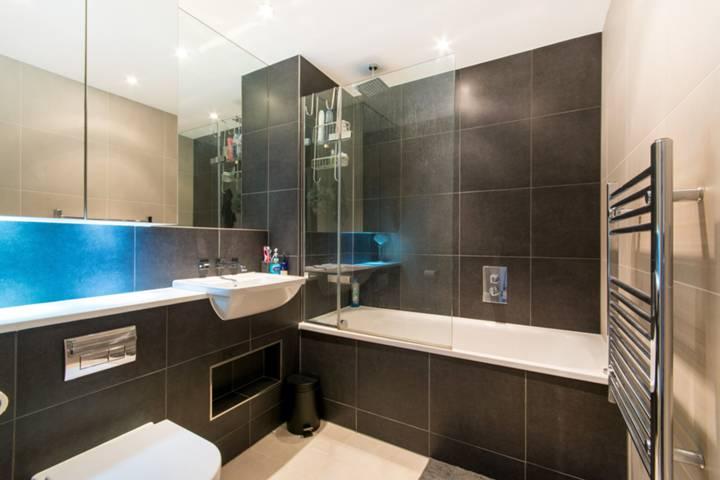 Bathroom in CR0