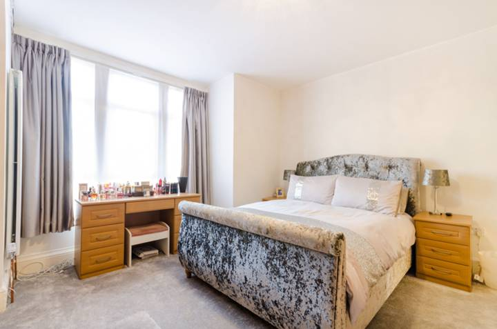 Master Bedroom in SE25