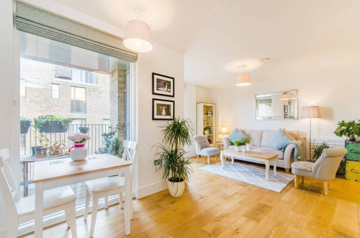 Reception Room/Dining Room in TW8