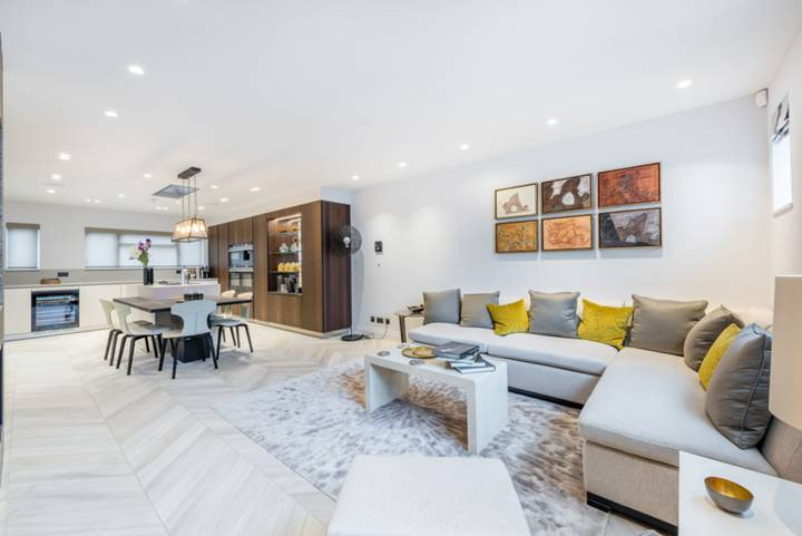 Kitchen/Family Room in W2