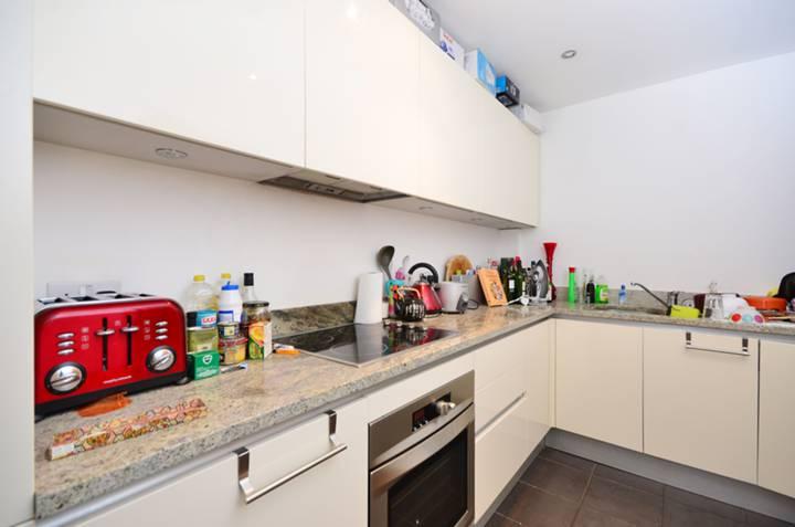 <b>Kitchen</b><span class='dims'> 11&#39;7 x 7&#39;1 (3.53 x 2.16m)</span>