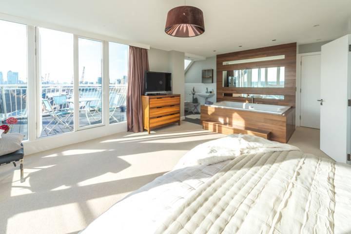 Master Bedroom in E16