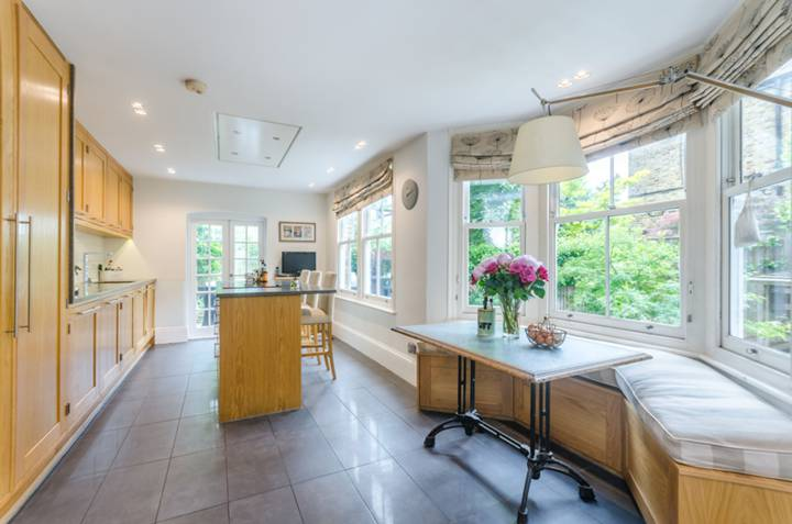 Kitchen/Breakfast Room in TW1
