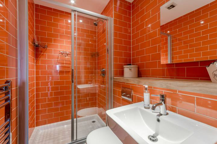 En Suite Shower Room in IG11