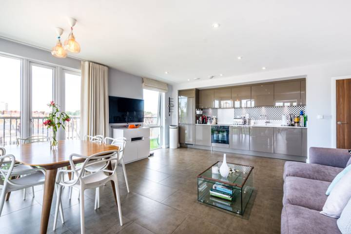 Open-Plan Kitchen in SW11