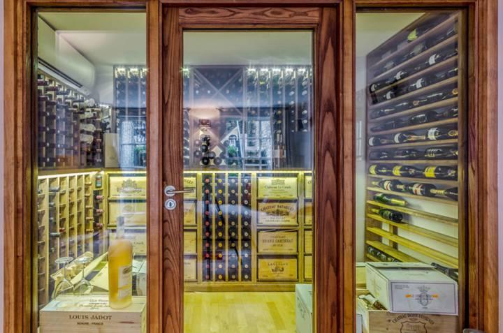 <b>Wine Cellar</b><span class='dims'></span>
