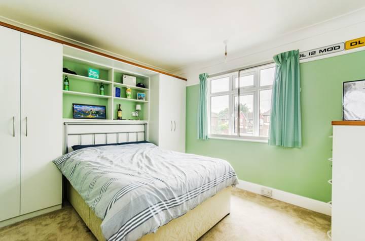 <b>Third Bedroom</b><span class='dims'></span>