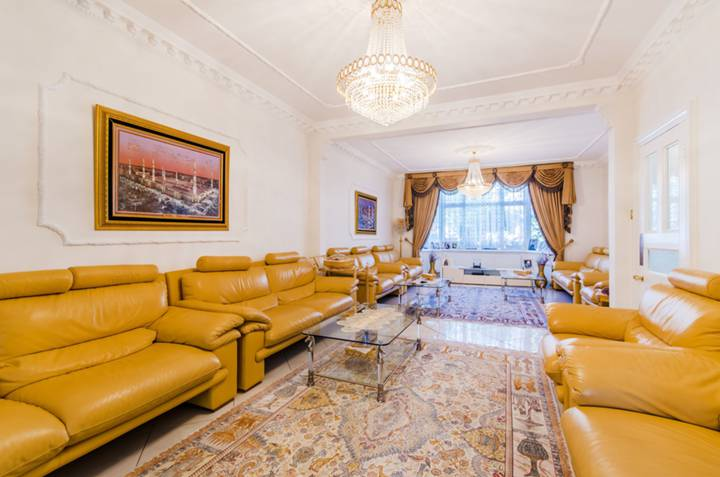 <b>Double Reception Room</b><span class='dims'></span>