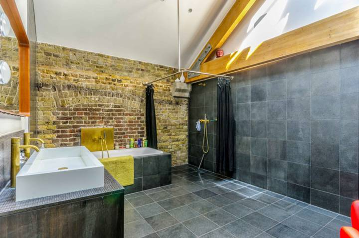 En Suite Bathroom in E1W