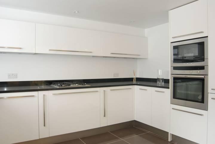 <b>Kitchen</b><span class='dims'> 15&#39;3 x 12&#39;3 (4.65 x 3.73m)</span>