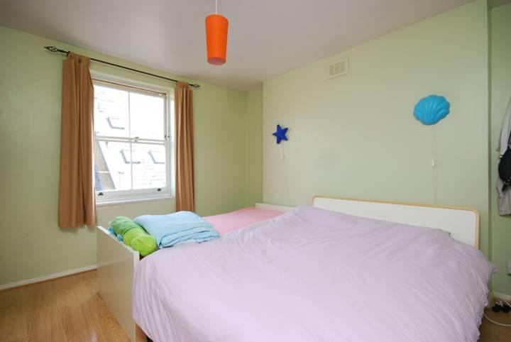 <b>Second Bedroom</b><span class='dims'> 12&#39;3 x 12&#39; (3.73 x 3.66m)</span>