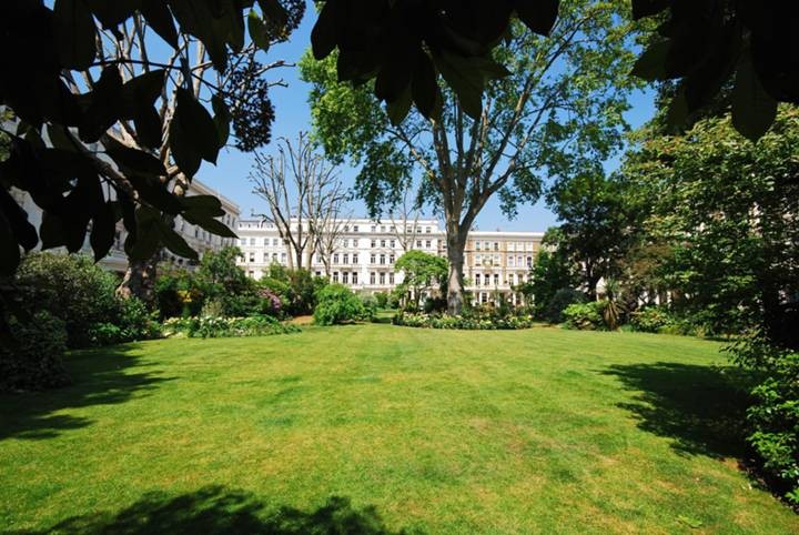 <b>Communal Gardens</b><span class='dims'></span>